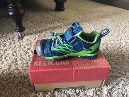 Keen boys shoes size 9