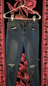 Dark knee ripped blue jeans Riverview, 33569