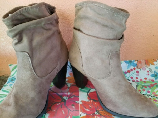 pair of gray suede boots c3d8bcfa-cb03-43a9-ab91-b01eee85ae43
