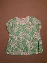 green and white floral scoop-neck shirt Kelowna, V1X 4P3