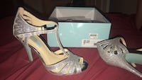 Size 7 silver heels College Station, 77840