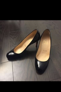Authentic Christian Louboutin Simple Pumps - size 36 Toronto, M3M 2B7
