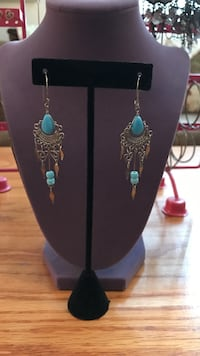 Women's pair of silver-and-blue earrings Gainesville, 20155