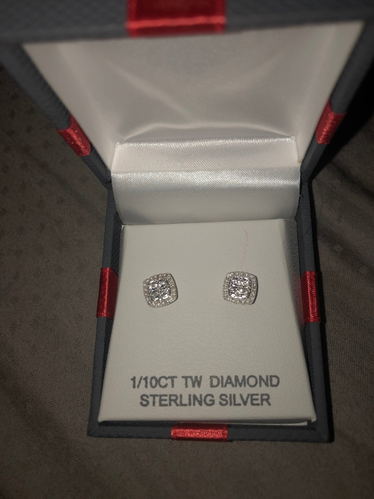 Photo Real sterling silver 1/10CTTW Diamond earrings *never worn before*