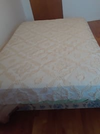 brown and white floral bedspreads Montreal, H1G 3V9