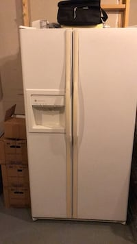 GE Profile Refrigerator Freezer with water and ice dispenser