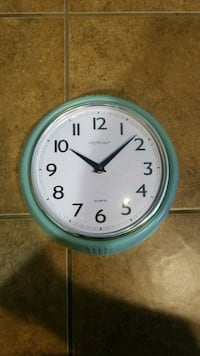 round blue and white analog wall clock Crowley, 70526