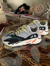 Yeezy 700 Boost Wave Runner Authentique taille 10