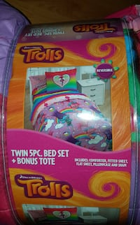 Trolls Rainbow Dreams Twin 5 Piece Bed Set ($45) Mississauga