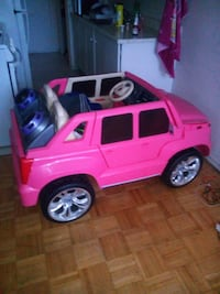 toddler's pink ride on toy car Toronto, M4A