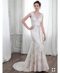 Women's wedding dress . Maggie Sottero