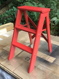 Red wooden step ladder Vienna, 22180