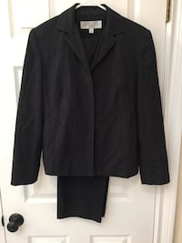 Ladies black 2 pc suit - size 8 258 mi