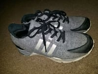 Adidas Tortion sneakers