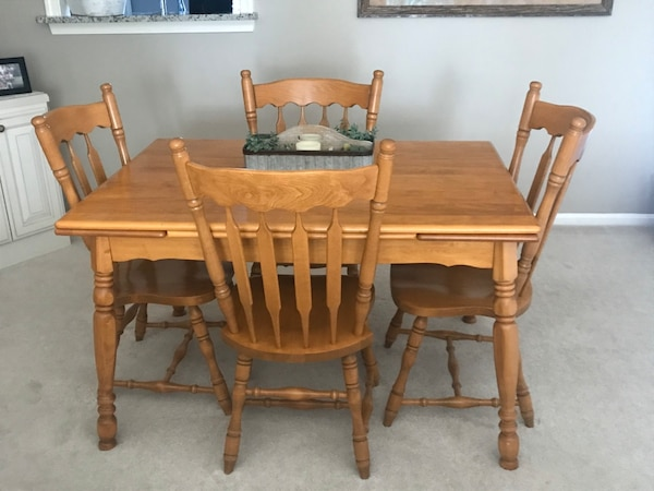 Solid Wood Table with 4 chairs 1cf6d9d4-1920-40da-b2db-c739fe171341