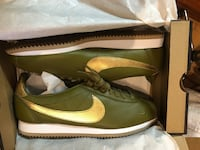 Pair of green-and-brown leather shoes Nueva York, 10029