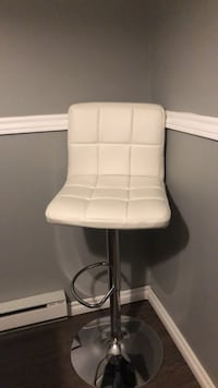 White Leather Bar Stool Waterloo, N2L 5A7