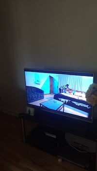Flat screen television with black wooden tv stand Montréal, H4J 1G2