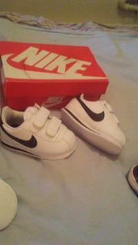 pair of white Nike low-top sneakers with box Winnipeg, R2W 1V3