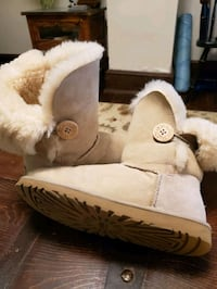 UGG women's boots size 8 Knoxville, 21758