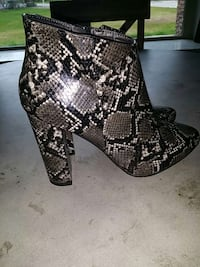 Grey and black Snake skin boots  Chehalis, 98532