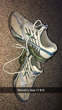 Size 11 tennis shoes Ankeny, 50021