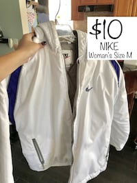 Woman's Nike Jacket. Size M Westminster, 92683