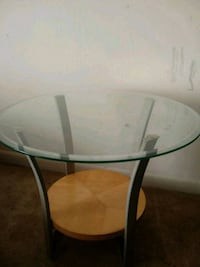Glass end table (1) Forestville, 20746