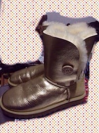 New condition Gold color UGG Lady leather boot, size 8 Toronto, M1V 2J5