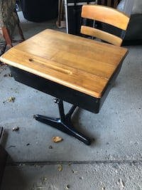 Brown and black student desk Rochester Hills, 48309