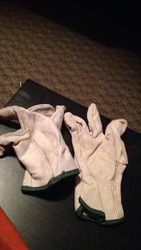 Leather gloves professional grade  Waterloo, N2L 3B5