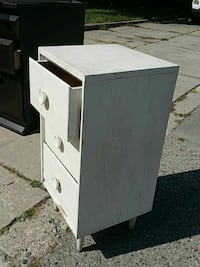 3 drawer night stand  London, N5W 1E5