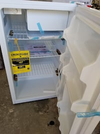 Midea mini fridge 4.6 cu.ft Fresno, 93705