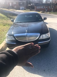 Lincoln - Town Car - 2011 Upper Marlboro