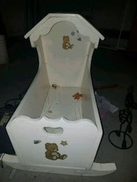 Antique wooden cradle  Youngstown, 44511