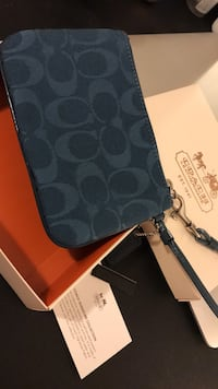 Brand new Coach wristlet blue wallet 뉴 웨스트민스터, V3M 3P8