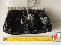 Elegant evening clutch purse with chain Toronto, M5J