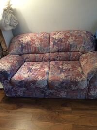 brown and red floral fabric loveseat Repentigny, J5Y 2S8