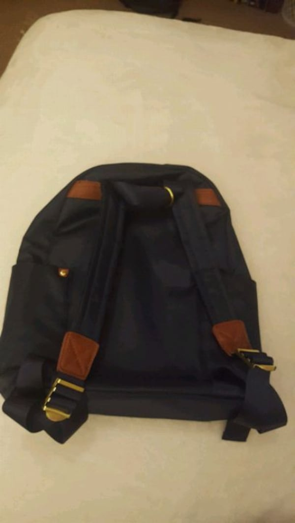 Navy blue backpack 41e91c5b-bb60-4bd1-afd7-1f453cfe3331