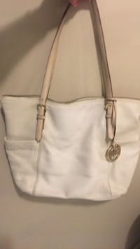 Cream coloured michael kors leather tote bag.  Authentic!  Mississauga, L5M 4C9