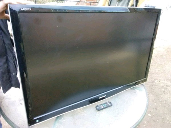 Sharp 46 inch LCD TV with remote control and 3 HDM 7872dbfa-1715-4187-8fe9-7d8125c88e35