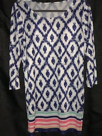 Abstract Tunic Blue, White, and Multicolor at the bottoms. Bakersfield, 93313