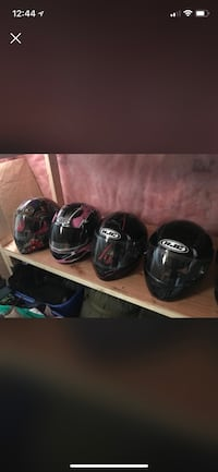 three black full-face helmets Essa, L0M