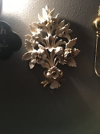 white and brown flower embossed decor Saint Petersburg, 33714