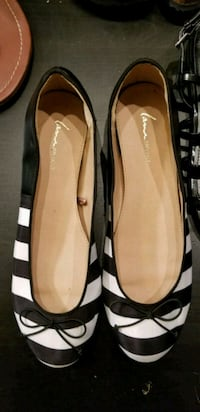 Size 10 flats black and white Arlington, 22209