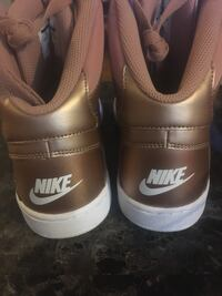 Brand new gold and white nikes Wasaga Beach, L9Z 2W5