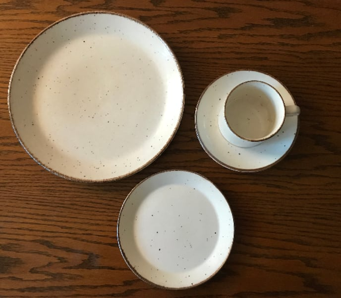 NEW Dinnerware Set by J&G Meakin (24 pieces in total) 4d639735-2934-4f80-9450-04777dc270a3