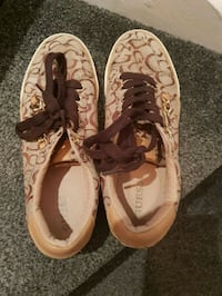 Guess logo trainers size 6 Greater London, E6 1DT