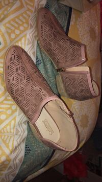 pair of brown leather flats Phoenix, 85040