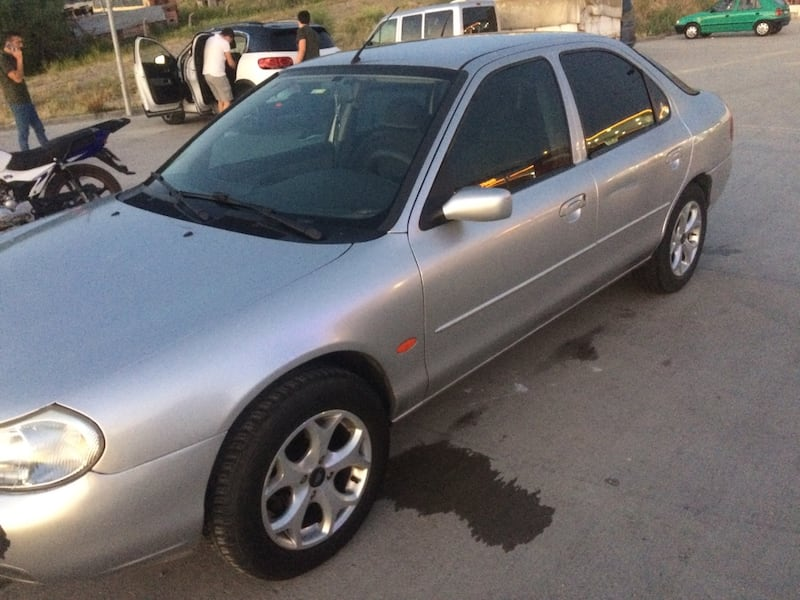 1999 Ford Mondeo 2.0I GHIA f682aac1-c12e-4a0d-be6d-700709360975